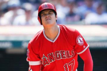 MLB初死球に思わず顔をしかめる大谷翔平【写真:Getty Images】