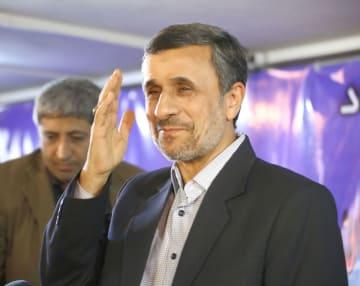 アハマディネジャド前大統領=2017年4月5日、テヘラン(共同)