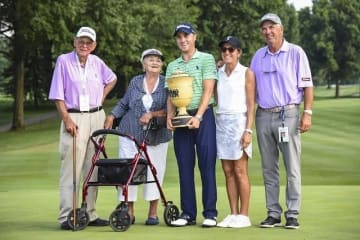ジャスティン・トーマスが両親と祖父母の前で勝利を挙げた Photo by Keyur Khamar/PGA TOUR