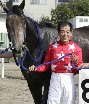 地方競馬最多の通算7151勝に並んだ的場文男騎手=6日、浦和競馬場