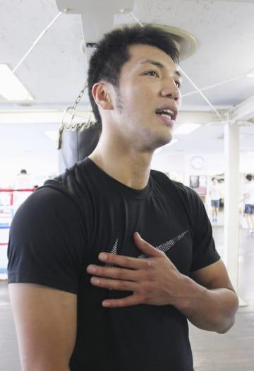 練習後、取材に応じる村田諒太選手=6日、東京都新宿区の帝拳ジム