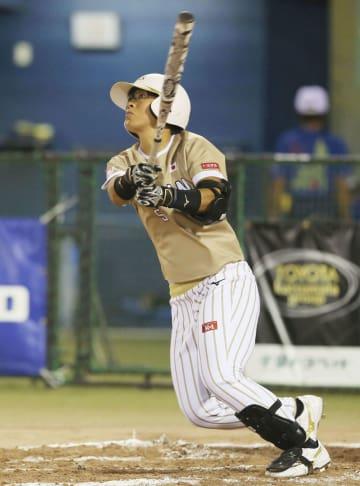 日本―ベネズエラ 1回、3点本塁打を放つ山本=市原