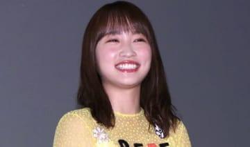 映画「センセイ君主」の初日舞台あいさつに登場した川栄李奈さん