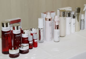 Kanebo cosmetics caused patchy skin whitening