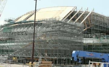建設中の県立武道スポーツセンター=6日、大分市