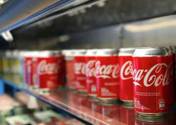 コカ・コーラのアルミ缶(ロイター=共同)
