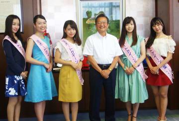 (左から)藤原綺香さん、梅澤美咲さん、山田真布香さん、高橋渡千葉県副知事、小竹珠利亜さん、吉田黎香さん