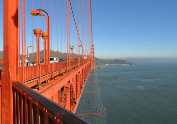 金門橋に設置される自殺防止ネットの完成予想イメージ(米カリフォルニア州交通局提供・共同)