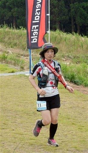「ミズカミ スカイ 100マイル」で走る松本文代さん=水上村