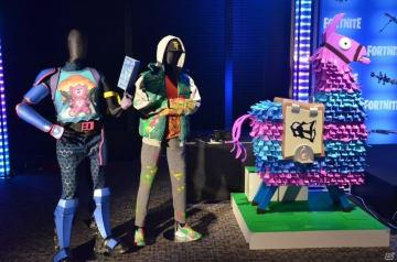 会場には、国分さんと松岡さんの衣装も展示されていた。