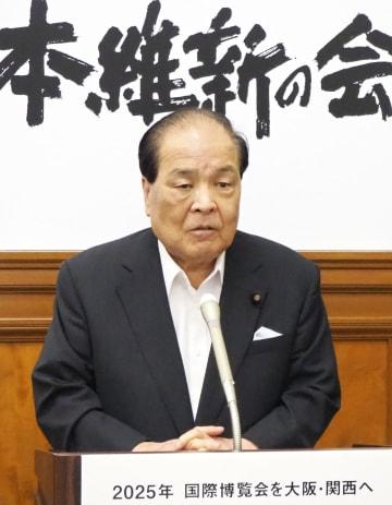 歳費2割カットを柱とした国会経費削減案を発表する、日本維新の会の片山共同代表=7日午後、国会