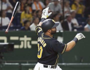 1回阪神1死、ロサリオが中越えに先制の満塁本塁打を放つ=東京ドーム