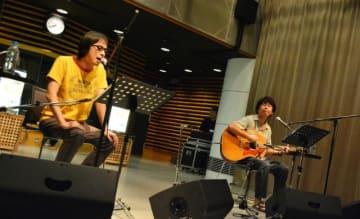 真心ブラザーズのYO-KINGさん(左)、桜井秀俊さん