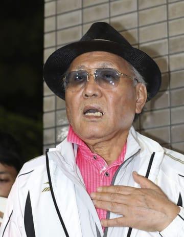 日本ボクシング連盟の緊急理事会を終え、取材に応じる山根明会長=7日午後、大阪市