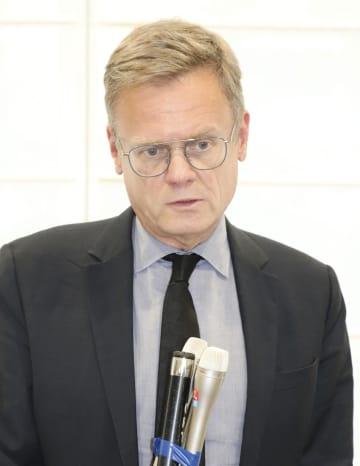 栃木県庁で取材に応じるローラン・ピック駐日フランス大使=7日午後