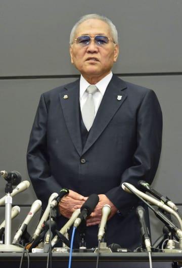 辞任を表明する日本ボクシング連盟の山根明会長=8日午後0時33分、大阪市