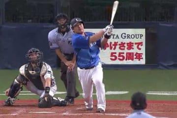 4戦連発となる本塁打を放った西武・中村剛也【画像:(C)PLM】