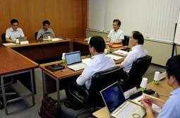 第三者委員会の対応を検証した神戸市のいじめ問題再調査委員会=8日午後、神戸市中央区