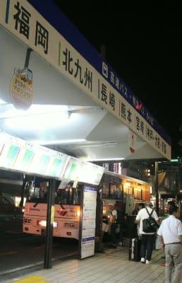 大分市府内町の高速バス乗り場。大分と福岡を結ぶ便は下りが10日、上りは11日の予約が多い=8日午後