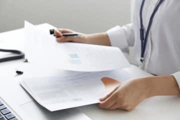 生命保険信託が静かに注目されています。生命保険信託は、保険会社による信託契約の仲介が可能になったため始まった制度です。一部の生命保険会社と信託銀行等で少しずつ広がりをみせる生命保険信託について解説します