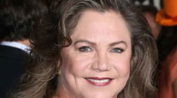 Kathleen Turner Slams 'Friends' Cast, Says She Didn't Feel Welcomed