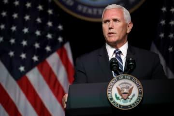9日、米国防総省で2020年までに宇宙軍を創設する計画を発表するペンス副大統領=ワシントン近郊(ゲッティ=共同)