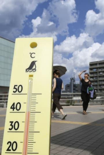 7月23日、猛暑で気温が40度を超えた東京都青梅市