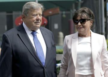 トランプ米大統領のメラニア夫人の両親=8月9日、ニューヨーク(AP=共同)