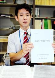神戸華僑弾圧事件に関するGHQ報告書を翻訳した四方俊祐・四天王寺大講師=大阪府羽曳野市