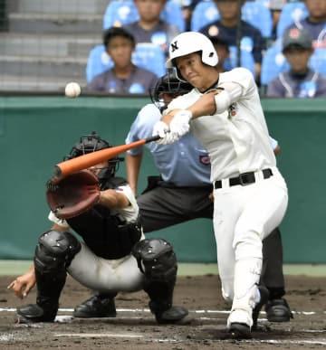 日大三―折尾愛真 1回裏日大三1死二、三塁、上野が左中間に2点三塁打を放つ。捕手岩見=甲子園
