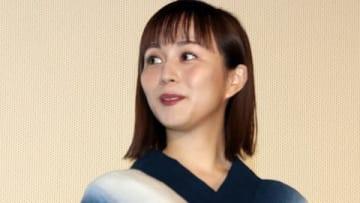 映画「劇場版コード・ブルー -ドクターヘリ緊急救命-」の大ヒット御礼舞台あいさつに登場した比嘉愛未さん
