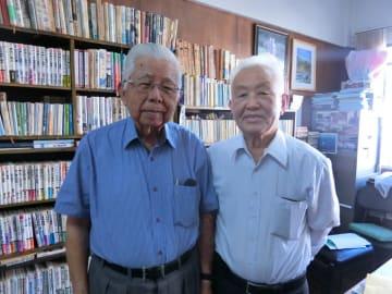 (左から)事務局長、中川委員