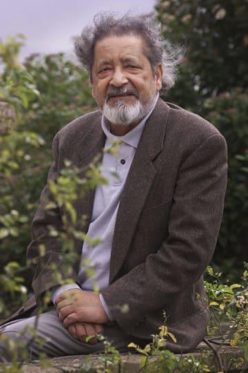 ノーベル文学賞受賞の英作家、V・S・ナイポール氏=2001年、英ソールズベリー(AP=共同)