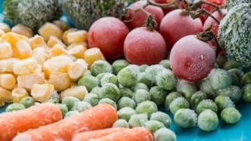 思わずたくさん買い込んでしまった野菜。賢く冷凍保存されている方も多いと思いますが、間違った冷凍方法で、野菜やお肉が持つ栄養は減少してしまうことが多いのです!