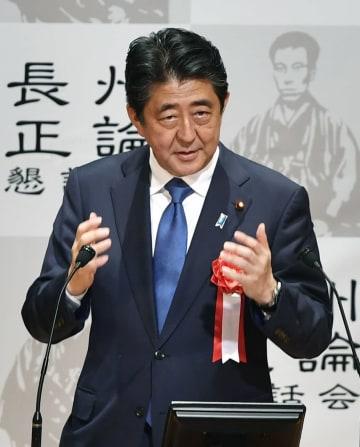 山口県下関市で講演する安倍首相=12日夕