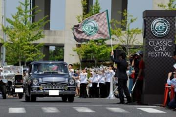 パレードスタート風景/トヨタ博物館 クラシックカー・フェスティバル2015の様子