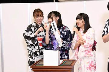 「AKB48グループユニットじゃんけん大会2018」の本戦出場を決めた「SKE48」の須田亜香里さん、浅井裕華さん、相川暖花さんの3人ユニット「未年姉妹」 (C)AKS