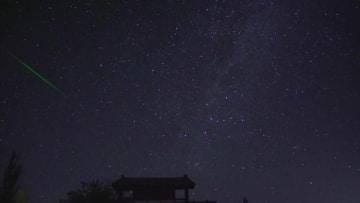 敦煌の空に降り注ぐペルセウス座流星群