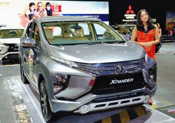三菱自動車がオートショーで成約した4,509台のうち、6割をエクスパンダーが占めた(NNA撮影)