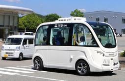 今年5月の実証実験で走行した自動運転バス=理化学研究所播磨事業所