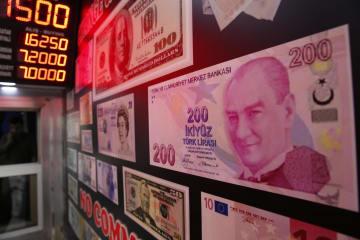 トルコ・イスタンブールにある両替商=13日(AP=共同)