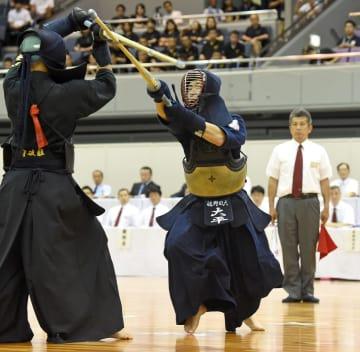 剣道男子個人で初優勝を飾った大平翔士(佐野日大)=三重県営サンアリーナ