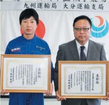 表彰を受けた城明広工場長(左)と古川克己社長