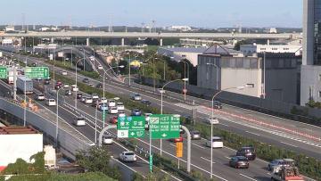 Uターンラッシュ 高速26km渋滞 新幹線・空の便は15日