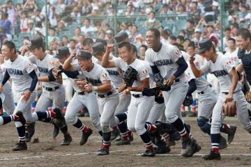 横浜が昨夏優勝の花咲徳栄を破り3回戦へ