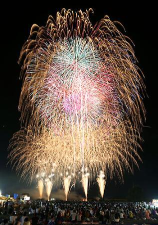県都の夜空彩る2万発 山形大花火大会