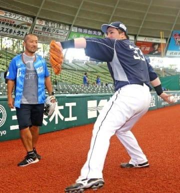 西武・山川 ケツメイシ・大蔵にピッチング指導 来月16日に始球式