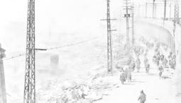 B29による未明の大空襲で、建物が焼け落ち煙がくすぶる中を行き交う市民ら=1945年3月17日、国鉄元町駅から西を望む