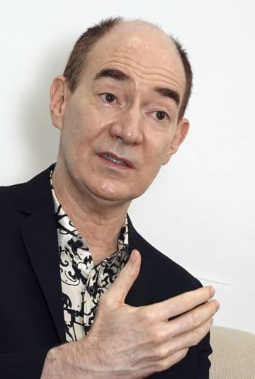 インタビューに答える東京大名誉教授のロバート・キャンベルさん