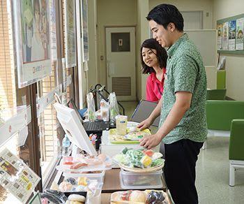 普段の食事 栄養確認 働き盛り対象に巡回相談 沖縄・北中城
